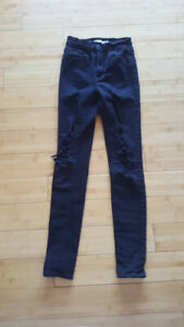 Ladies Levi jeans as 24