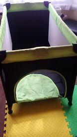 Portable travel cot playpen