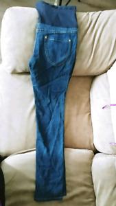 Size M maternity skinny jean