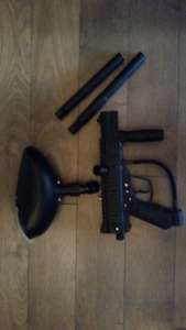 Paint ball gun with extras!