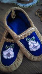 Girls moccasin  beaded w soft Deer leather size 5-1/2 6