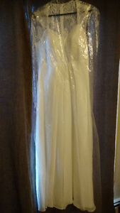 simple but beautiful wedding dress and shoes