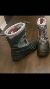 Boys winter boots size 3 North Face brand
