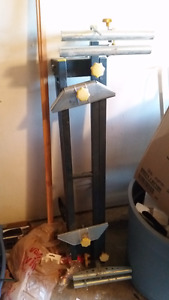 Portalable mitre saw stand