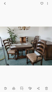Excellent Condition, Beautiful Dining Room Set