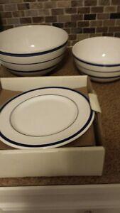NEW Vintage Nautica Navy Blue veg bowl, med bowl, 3 salad plates