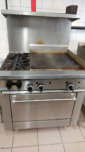 "Range/Oven with 24"" griddle"