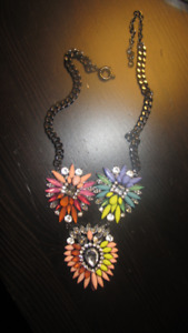 BRAND NEW GORGEOUS LUXURY FASHION NECKLACE ONLY ASKING $20