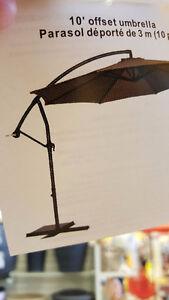 10 Feet Cantilever Freestanding Patio Umbrella w Crank and Base