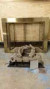 Fireplace Natural Gas Log Set and Brass Screen