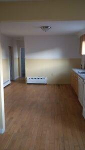 city center/ 3 bedroom/washer and dryer/dishwasher/parking