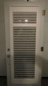 Porte entré en acier, couleur blanche, vitre teintée, persienne