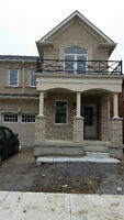 **BEAUTIFUL End Unit Townhouse in Aurora**