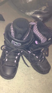 girls size 6 snowboard boots