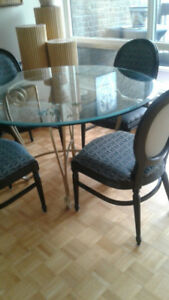 table salle a diner et chaises