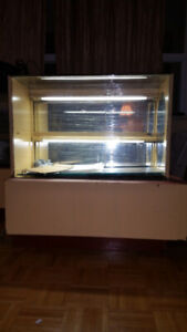FREE-Glass display cabinets with two-tiered lighting