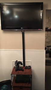 "Xbox360 + 32"" lg tv + 2 controllers and charging dock"