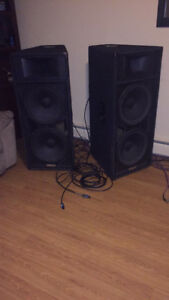 Speakers Yamaha club s215v 1000rms chaque