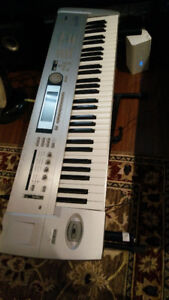 Korg Triton Le 61 synthesizer and sampler
