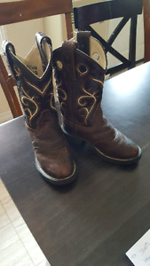 Girls size 9  cow girl boot