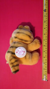 """Garfield the Cat """"Stuck on You"""" SUCTION CUP PAWS for CAR WINDOW"""