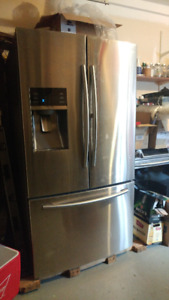 Fridge, poele, laveuse, secheuse, electro-menagers a vendre