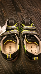 Souliers Geox taille 10 NEUF,Geox size 10 New