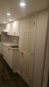 WALKOUT BACHELOR  PLUS  EXTRA ROOM  WITH SEPARATE  KITCHEN /BATH