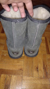 Wool lined Emu boots. Size 5. New