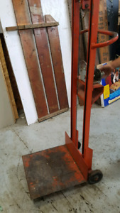 Metal wheeled stand with winch