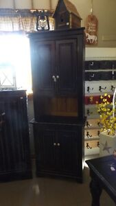 HANDCRAFTED HUTCH/BUFFET