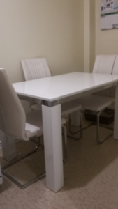 FOR SALE ***WHITE MODERN DINING ROOM TABLE