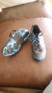 Youth soccer cleats size 13K
