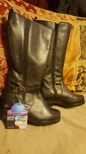 Brand new thermal ladies boots size 8