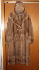 VINTAGE GOLDEN MUSKRAT FUR COAT