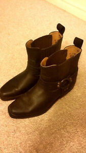 Size 6-7 women's leather boots