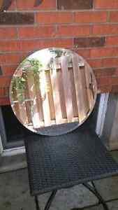 Round bevelled mirror