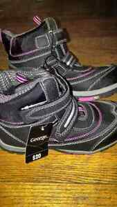 Girls Brand New Winter Boots Size 3 Bottes