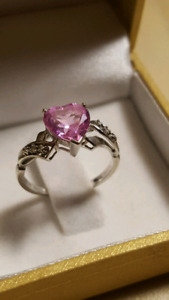 10k white gold pink heart shaped stone