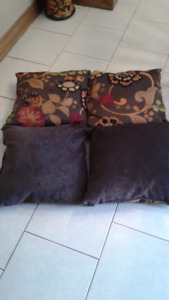 4 ACCENT CUSHIONS