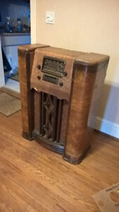 antique late 30's CROSLEY CONSOLE RADIO