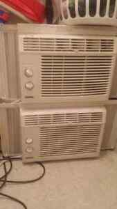 2 air climatisé/ air conditioners, both for $100 negotiable.
