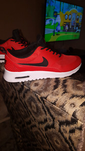 Size 7 Womens Airmax