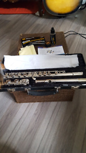 Bundy flute in good working condition