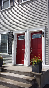 Attractive 1 bedroom - 7 min. walk from Belleville General Hosp