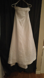 Size 12 Strapless White Wedding Dress