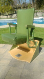 Maple Leaf Gardens Green Seat -- with COA -- Amazing Condition