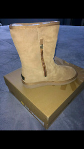 Authentic uggs never worn