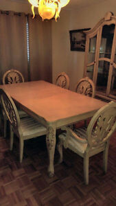 Dining set (6 chairs, extensible table and hutch)
