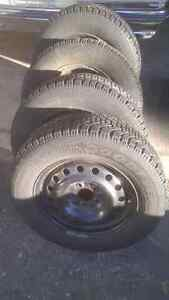 215/65/r16 Goodyear Nordic Winters lots of tread Cambridge Kitchener Area image 1